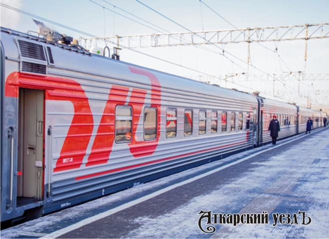 Поезд РЖД на перроне