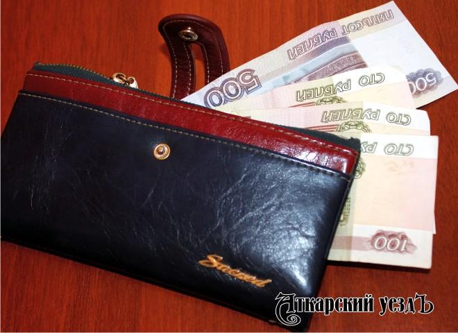 Втретем месяце лета заработной платы и остальные доходы саратовцев заметно снизились