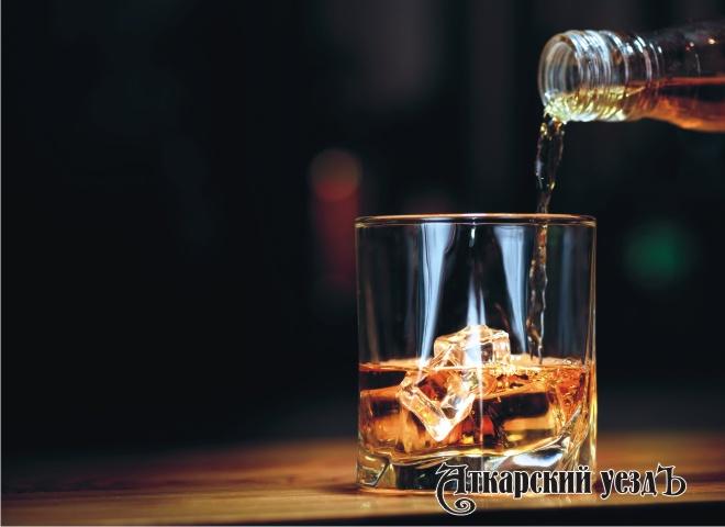ВЭнгельсе рецидивист похитил бутылку виски за 5 тыс. руб.