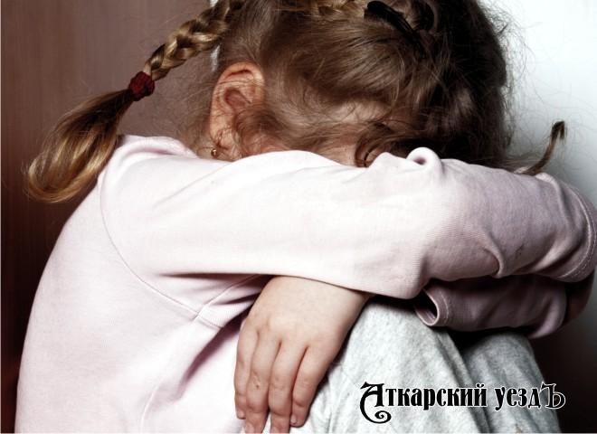 Беспомощностью восьмилетней девушки воспользовались 5 мальчиков