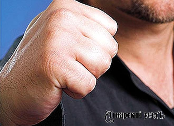 Сломавший полицейскому ключицу саратовец проведет 2 года втюрьме