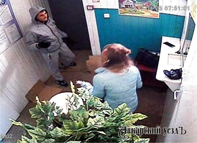 Неизвестный ограбил ломбард вЭнгельсе практически надва млн. руб.