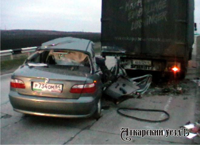 Натрассе столкнулись фургон илегковой автомобиль. Есть жертва