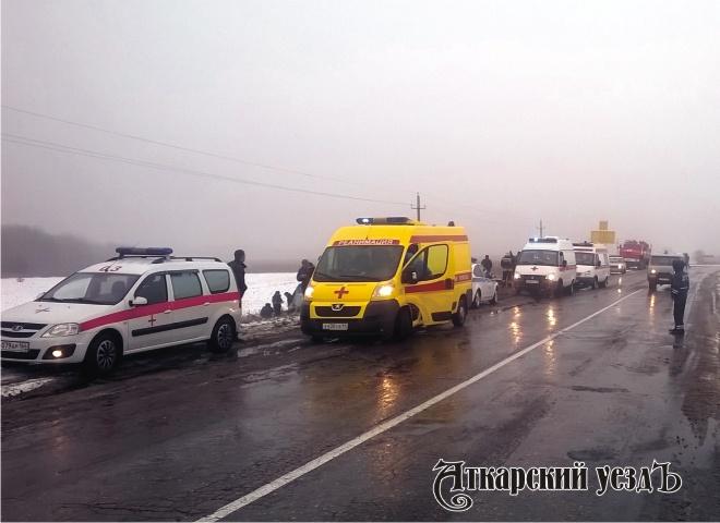 ВСаратовской области перевернулся автобус пострадали 16 человек