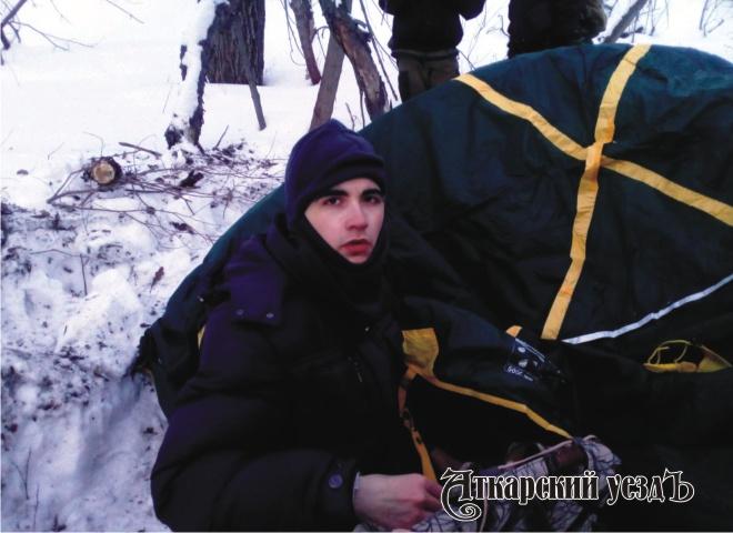 Юноша ушел отродителей иразбил палатку вовраге под Саратовом