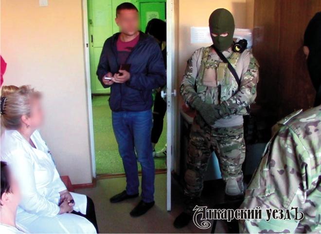 ВСаратове врач-терапевт похищал ипродавал психотропные лекарства