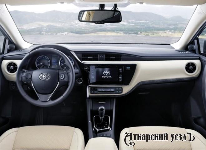 Винтернете появились фото салона рестайлинговой Тойота Corolla