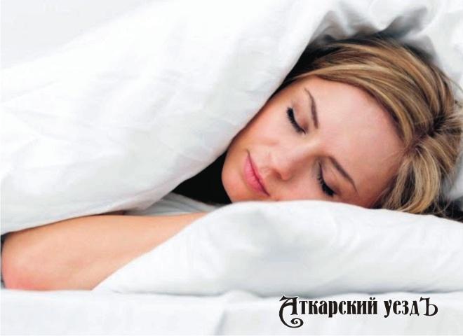 фото красивых девушек под одеялом