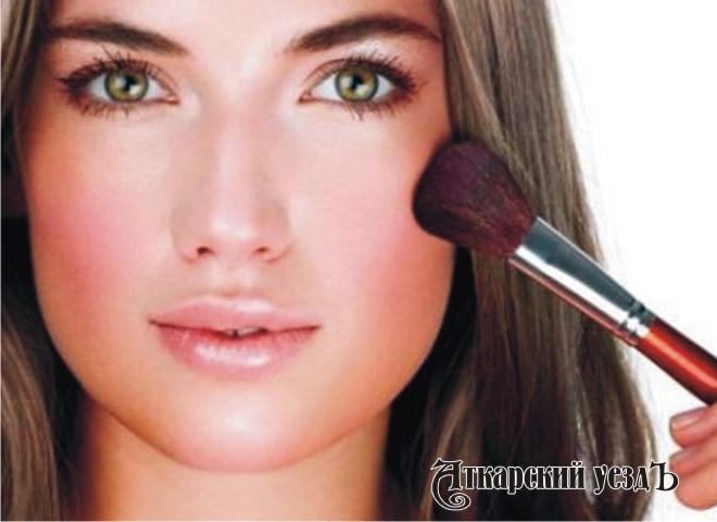 Женщины с макияжем кажутся людям привлекательнее