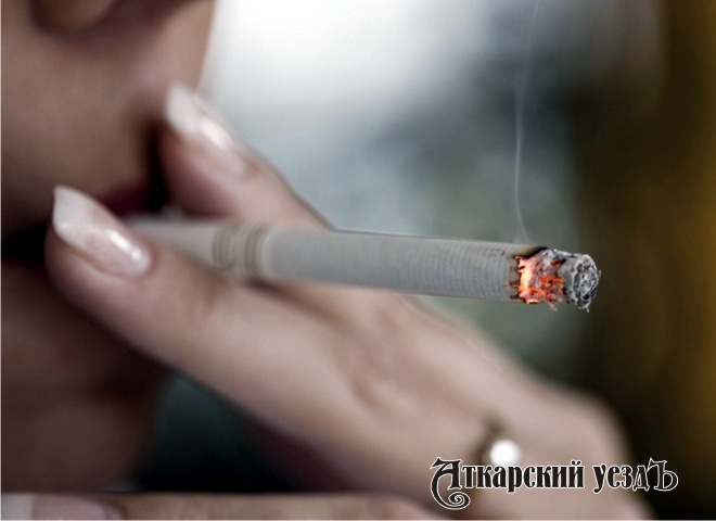 Женщина ссигаретой видео и без ноги