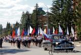 Шествием с 15-метровым триколором отметили День флага РФ в Аткарске. Фоторепортаж