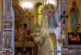 Владыка Лонгин отслужил Литургию в Петропавловском храме и причастил аткарчан. Фоторепортаж