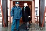 В преддверии новогодних праздников в школе № 6 Аткарска проверили знания пожарной безопасности. Фоторепортаж
