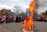 В Аткарске Масленицу отметили конкурсами с поеданием блинов. Фоторепортаж