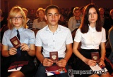В канун Дня России Виктор Елин вручил трем 14-летним аткарчанам паспорта