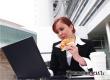 Диетологи дали рекомендации по оптимальному питанию на работе