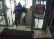 Правоохранители просят опознать совершивших кражу в саратовском гипермаркете
