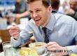 Диетологи порекомендовали кушать в тишине