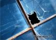 У пенсионерки из Озерного разбили окно кирпичом