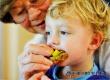 Врачи предупреждают о негативном влиянии бабушек на внуков