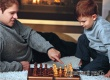 Специалисты советуют взрослым не поддаваться детям в играх