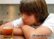 Специалисты не советуют родителям давать детям пробовать алкоголь