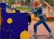 Валерию в джинсах на детской площадке перепутали с подростком