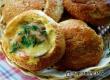 Рецепт дня «АУ»: булочки с грибами, сыром и аджикой