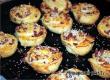 Рецепт дня от «АУ»: слойки с сыром, колбасой и кунжутом