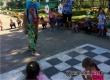 Маленькие аткарчане рисовали на асфальте с клоуном Клепой