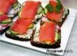 Праздничные бутерброды с творогом и семгой – рецепт дня от «Уезда»