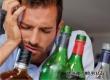Ученые развеяли миф о более сильном похмелье от разного вида напитков