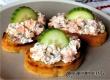 Бутерброды с лососем, сыром и огурцом – рецепт дня от «АУ»
