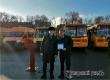 Валерий Радаев вручил Виктору Елину новый школьный автобус