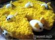 Новогодний салат «Сырные мышки» – рецепт дня от «АУ»