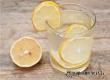 Медики поведали о пользе для здоровья воды с лимоном