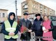 Аткарские автоинспекторы поздравили женщин с 8 Марта