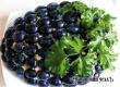 Салат с курицей «Гроздь винограда» – рецепт дня от «Уезда»