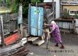 91-летняя аткарчанка сама роет траншеи, чтобы защитить свой дом