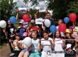 В парке аткарчанам раздали ленточки и воздушные шары цветов триколора