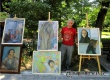 На аллеях парка развернута выставка картин «Помним. Чтим. Творим»